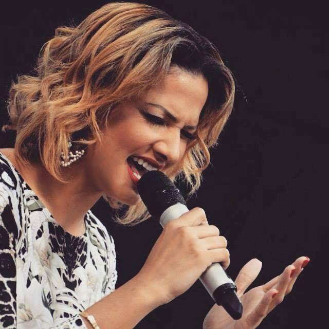 Brasileira Juliana Santiago em Luanda para três sessões de louvores http://angorussia.com/entretenimento/musica/brasileira-juliana-santiago-em-luanda-para-tres-sessoes-de-louvores/