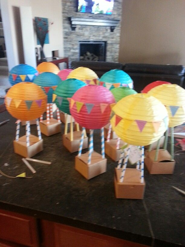 Hot air balloon centerpieces - Soaring the Skies Pack Night Idea