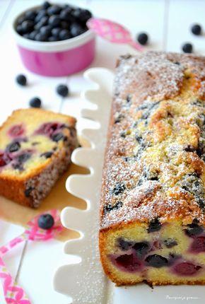 Cake au chocolat blanc, aux cerises & aux myrtilles (Cake White Chocolate, Cherry & Blueberry)