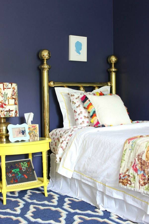 jenna from uses elegant navy from behr paint to transform this kids bedroom into