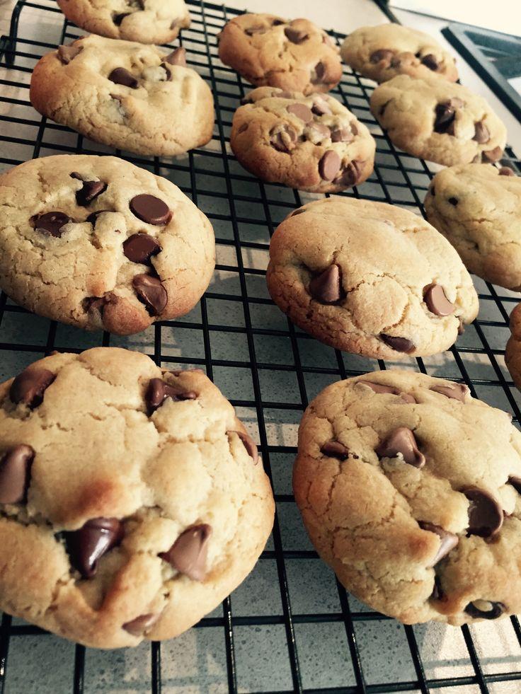 Dark & milk choc chip cookies