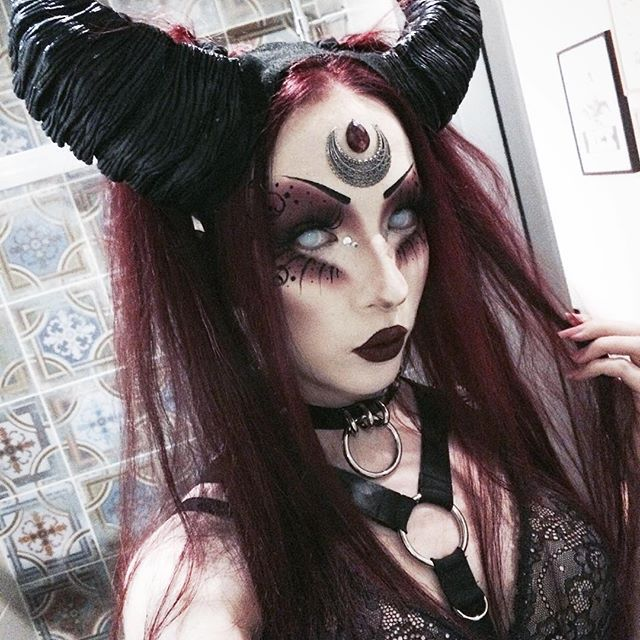 I hope u all have a lovely friday#motd #fotd #makeup #mua #makeupartist #goth #gothic #gothgirl #dark #alternative #altgirl #occult #witch #vampire #succubus #horns #fantasy #art #creative #nocturnal #noctemy