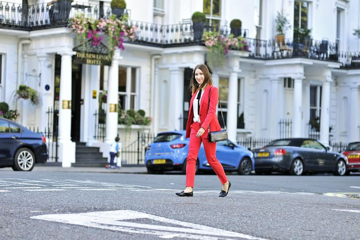 red-suit-street-style #streetstyle #streetfashion #street #fashion #style #redsuit #red #suit #bowtieblouse #bow #tie #blouse #black #bag #blackbow #black #bow #london #nottinghill #outfit