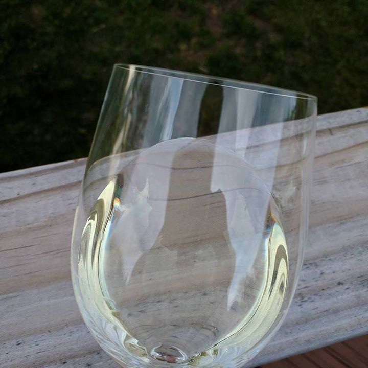 Roanoke Vineyards 2015 Pinot blanc is a delightful local white #wine. #liwine #licharacter http://ift.tt/2pbTMSh