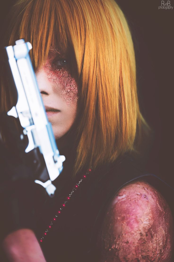 HOW CAN PEOPLE COSPLAY SO WELL?! EVEN THE SCAR LOOKS PERFECT!