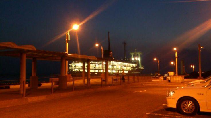 本日の定期船は三池港に入港。 海は凪ぎです。