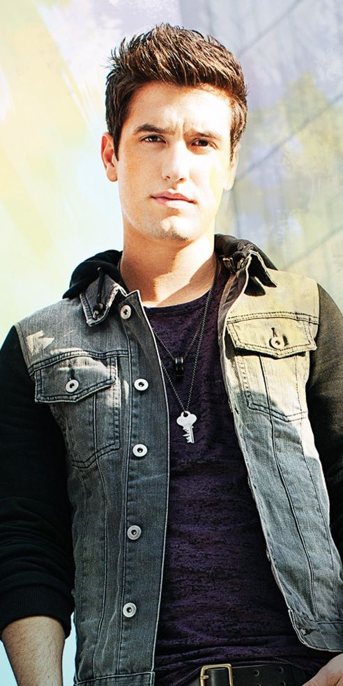 Logan Henderson<3 He is my favorite!!!!