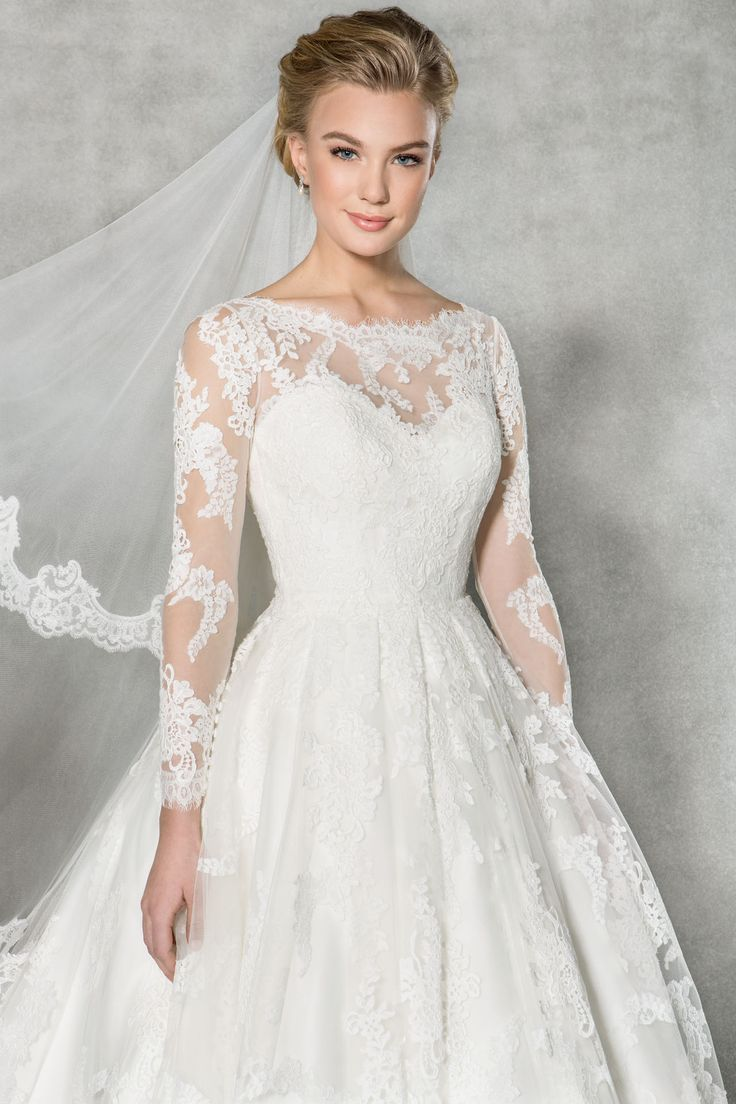 We think you're going to love this vintage tea length wedding dress 'Arlington'. Delicate lace adorns the sleeves, finished with a stunning open back
