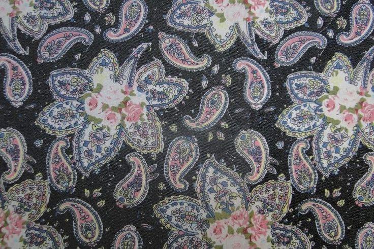 http://www.bbms.nl/stoffen/stoffen-mode-basis/denim-stoffen-jeans-stoffen-uni-en-bedrukt/chambre-denim-stof-zwart-met-roze-paisley-en-bloem-a0586/