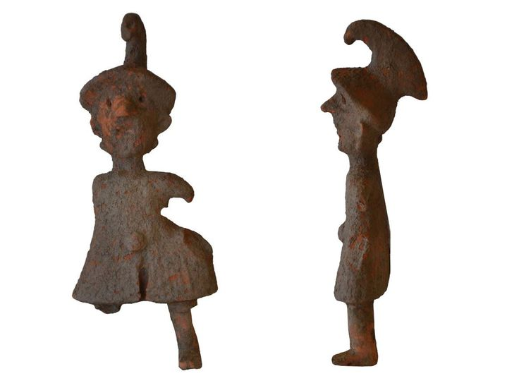 Greek hoplite statuette, Greek archaic pottery figure of a Greek hoplite soldier, 6th-5th century B.C. Archaic Greek pottery figure of a soldier with helmet and dress, probably a toy, 14.9 cm high. Private collection
