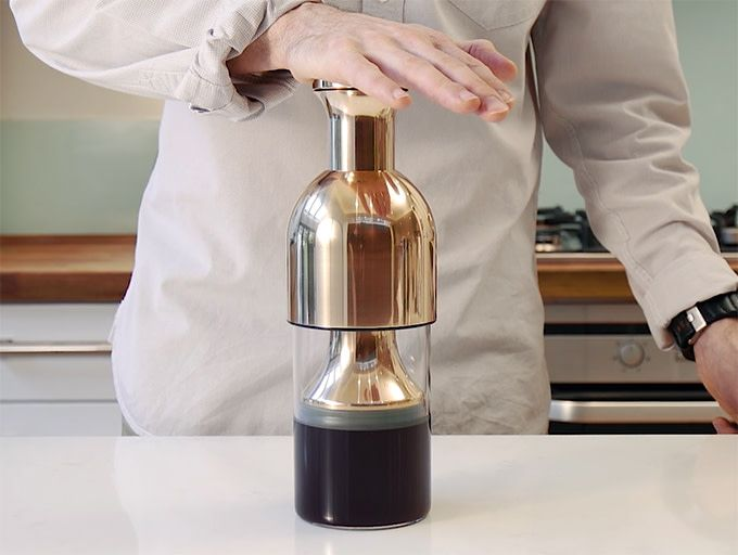 Elegant Decanter With Patented System That Keeps Your Wine Perfect