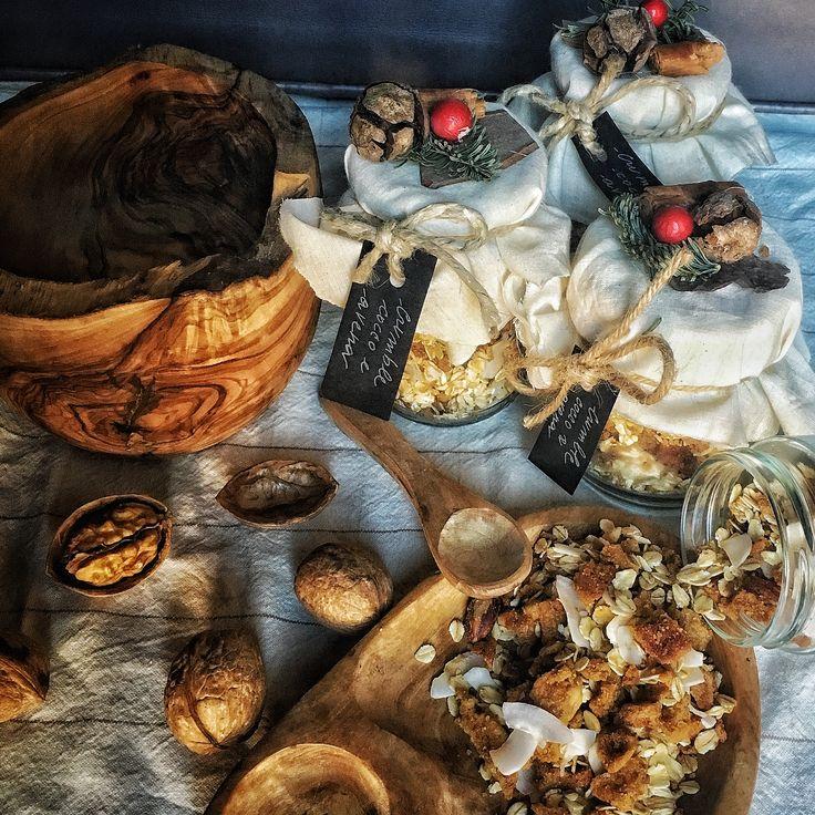 Crumble di nocciole, mandorle e noci con chips di cocco e fiocchi di avena