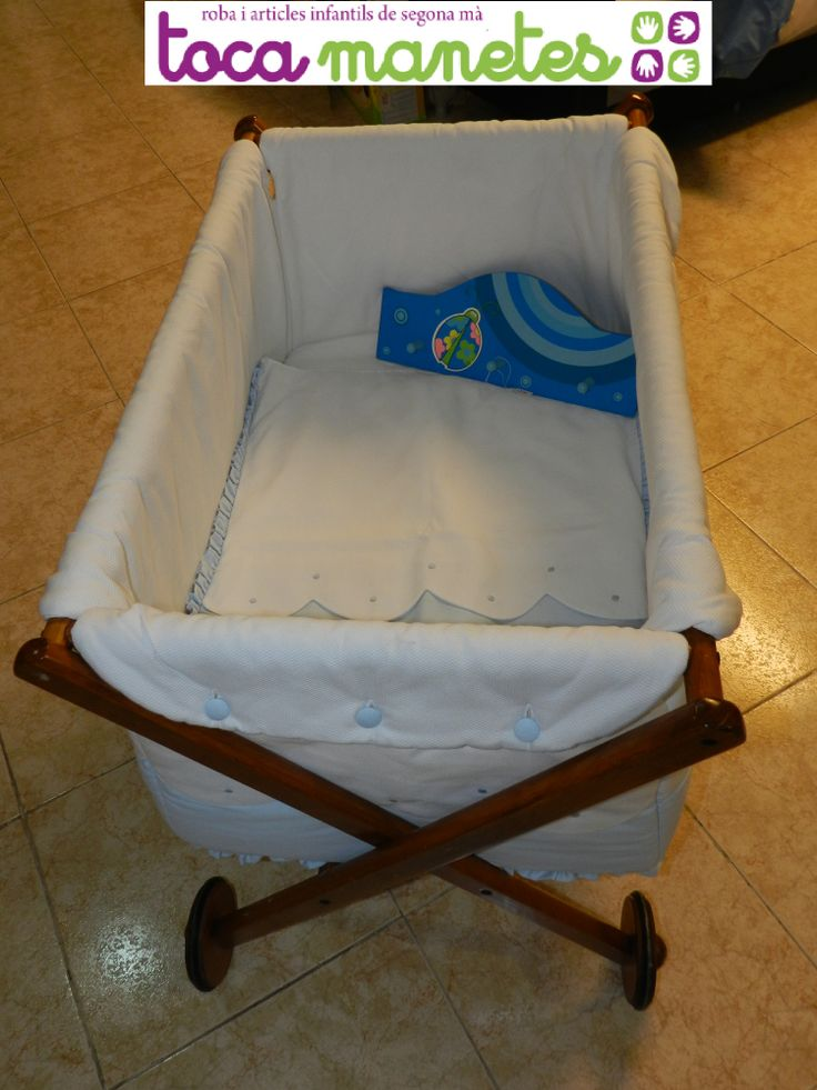 Minicuna de madera con colchón y sábanas a juego. PVP TocaManetes: 100€. http://tocamanetes.com/es/82-minicuna-madera.html