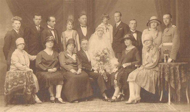 Svatba nejstarší dcery jihlavského starosty Rudolfa Veverky v roce 1927. Druhý...