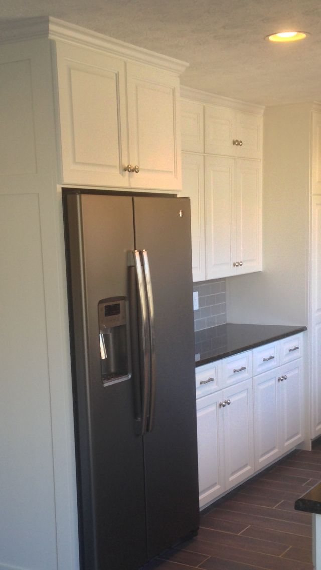 benjamin moore simply white cabinets ge counter depth refrigerator in slate grey glass tile. Black Bedroom Furniture Sets. Home Design Ideas