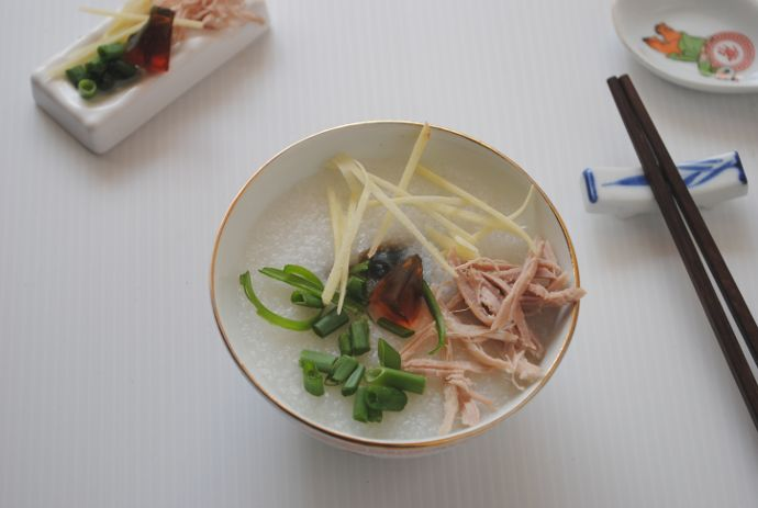 Learn how to prepare this classic Chinese #porridgerecipe with lean pork and century eggs with freezing techniques to cut the cooking time by half.   http://tasteasianfood.com/chinese-porridge-recipe/