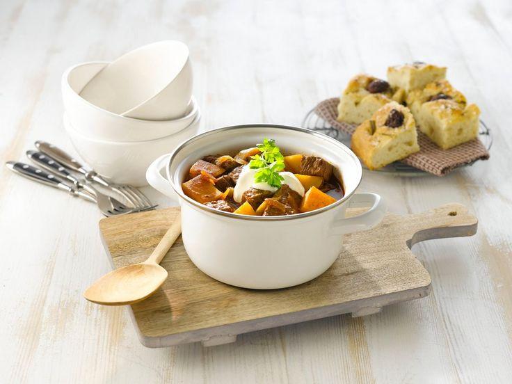 Oppskrift på en deilig og sunnere gryterett med kjøtt i krydet saus. Suppen er av mange regnet som Ungarns nasjonalrett, og navnet gulasj betyr egentlig «gjetermat».