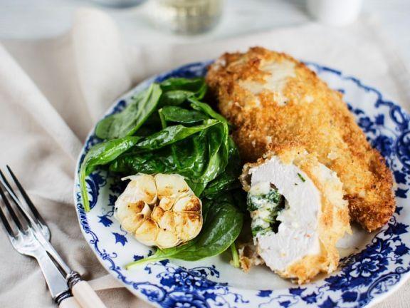 Paniertes Hähnchen mit Kräuterbutterfüllung ist ein Rezept mit frischen Zutaten aus der Kategorie Hähnchen. Probieren Sie dieses und weitere Rezepte von EAT SMARTER!