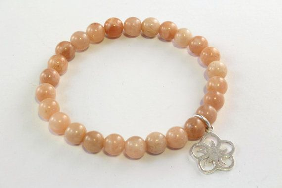 This is a very pretty gemstone bracelet with 6mm sunstone beads and a sterling silver flower charm. Nice to wear in the spring and summer! It lso could be a cute easter gift!