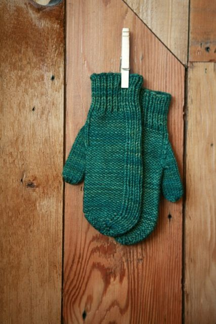 One skein mitten pattern for free! Worsted weight! Just in time for spring