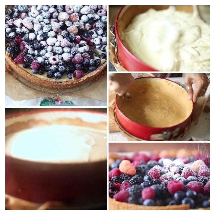 Ингредиенты:  Песочное печенье — 450 г Размягченное сливочное масло — 180 г Яйцо — 1 шт. Желток — 3 шт. Творожный сыр — 600 г Лимон (сок и цедра) — 1⁄2 шт. Сахарная пудра — 150 г Жирные сливки — 100 мл Свежие ягоды или фрукты — для украшения Сахарная пудра — для подачи  Приготовление:  1. Печенье измельчите в крошку с помощью скалки. В глубокой емкости смешайте крошку со сливочным маслом в однородную и пластичную массу, после чего распределите ее по поверхности разъемной формы, тщательно…