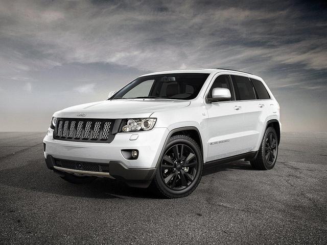 2013 Jeep Grand Cherokee Sport Concept white front view - 2012 Geneva auto show forecast