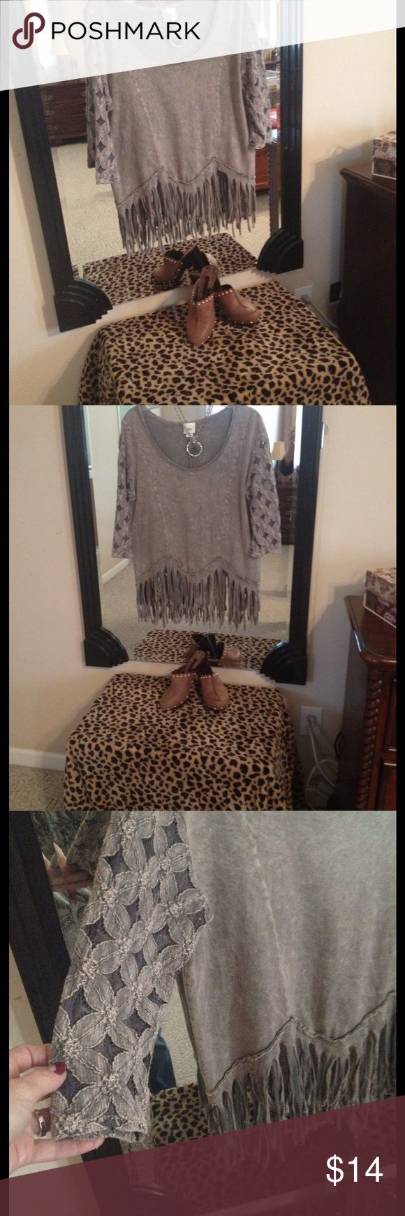 DAYTRIP TOP BEAUTIFUL DAYTRIP TOP SIZE MEDIUM MINT CONDITION HAS SHREDDING AT THE BOTTOM, THREE QUARTER LENGTH SLEEVES AND LACE DETAIL ON SLEEVES TOPE COLOR Daytrip Tops Tunics