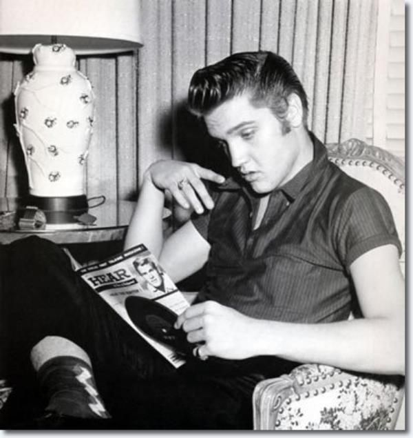 21 best Celebrities With Books. images on Pinterest ...  Celebrities Reading Books