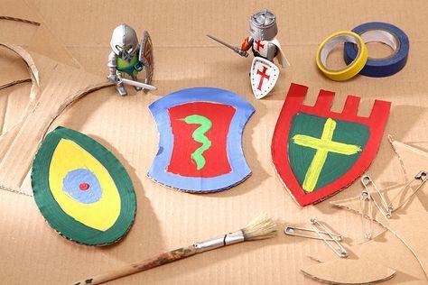 Jeder Ritter kann auf dem Geburtstag sein ganz eigenes Wappen entwerfen. • Umsetzung und Foto: Thordis Rüggeberg