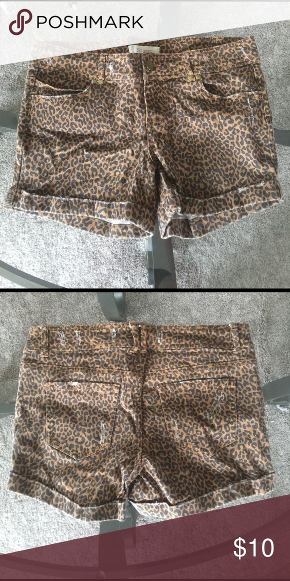 Forever 21 Leopard Shorts Size 28 Size 28, Jean material. Forever 21 Shorts Jean Shorts
