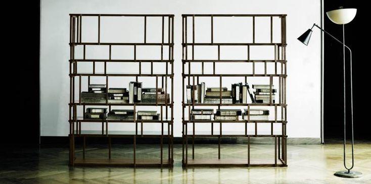 Off Cut è una libreria concepita assemblando ad incastro pezzettini di legno massello ricavati da scarti di lavorazione di altri elementi di arredo. By @liv