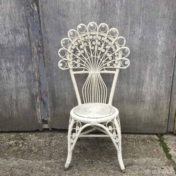 17 meilleures id es propos de fauteuil emmanuelle sur pinterest fauteuil zen fauteuil. Black Bedroom Furniture Sets. Home Design Ideas