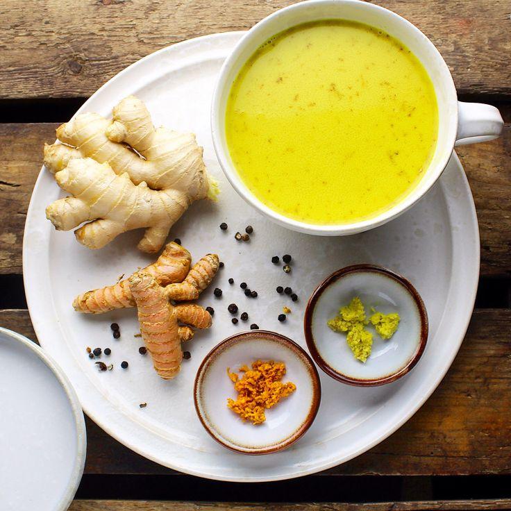 Her er et forslag til hvordan du kan få gurkemeje og ingefær ind i den daglige kost. Ud over at drikken smager skønt, har den også en del gavnlige virkninger på kroppen. Både ingefær og gurkemeje h…