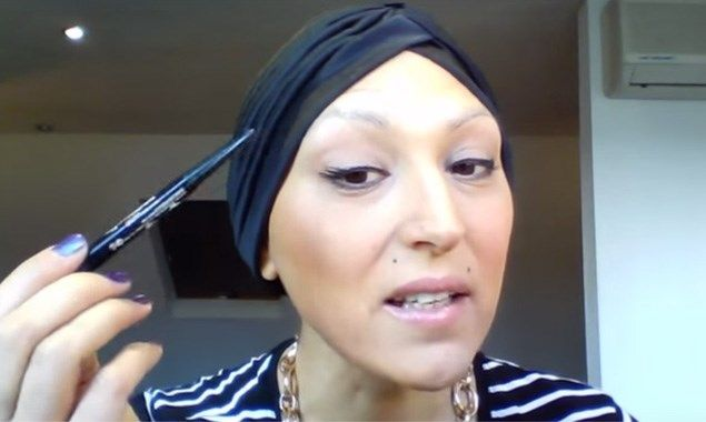 Make-upartieste geeft beautytips voor chemopatiënten - Het Nieuwsblad: http://www.nieuwsblad.be/cnt/dmf20151017_01924496