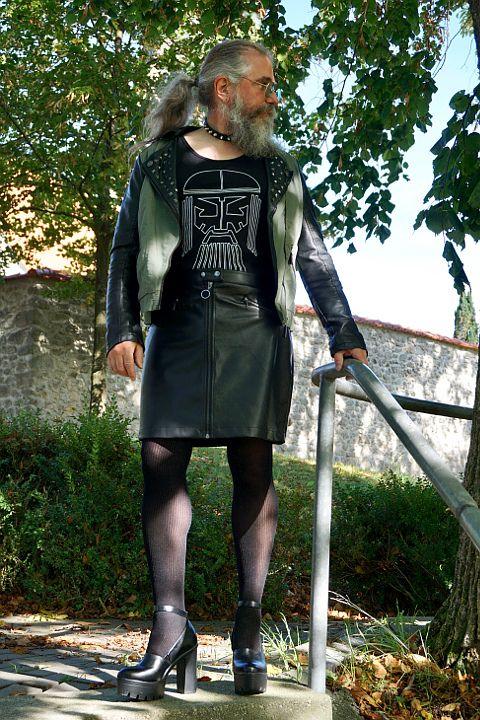 Strumpfhose mann und rock in Luzerner trägt