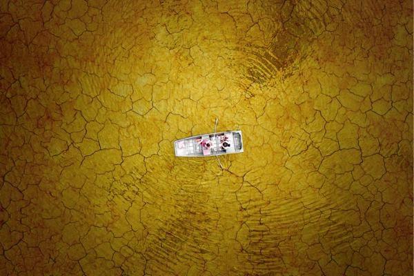 Barca intrappolata nel fango