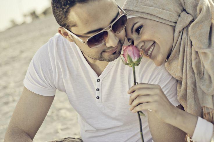 arabic engagement photography in dubai from www.itsoura.com #PerfectMuslimWedding.com