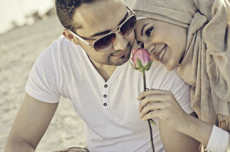 arabic engagement photography in dubai from www.itsoura.com #PerfectMuslimWedding.com