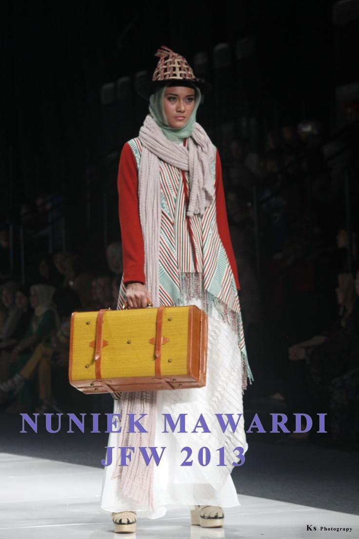 Karya Desainer Nunike Mawardi di JFW 2013