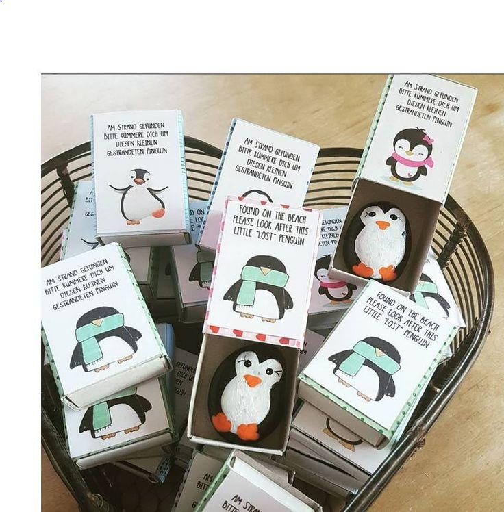 """Giveaway Hochzeit: Bemalter Stein """"Verlorener Pinguin"""" In Box"""