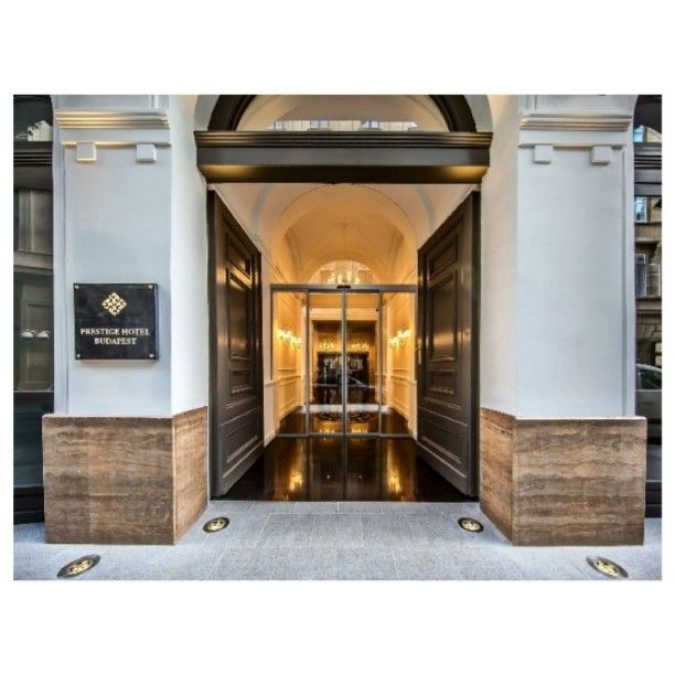 #prestigehotelbudapest #phb #hotel #besthotel #fourstar #luxury #exclusive #entrance #arrival #building #white #gold #instasize #monday #myday