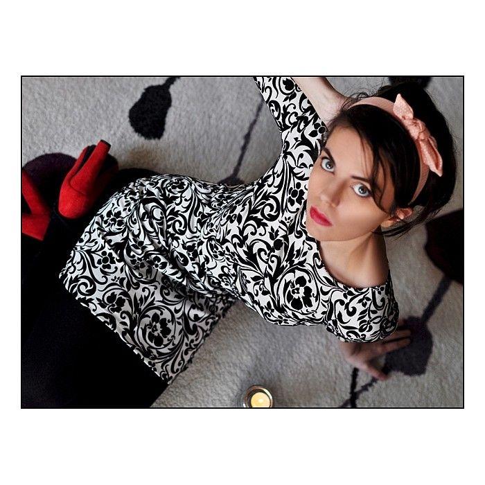 Stylowa sukienka wytłaczana zamszowymi kwiatami. Tylko 55,30zł Znajdziesz ją tu: http://sklep.metka.co/sukienki/74-stylowa-sukienka-wytlaczana-zamszowymi-kwiatami.html
