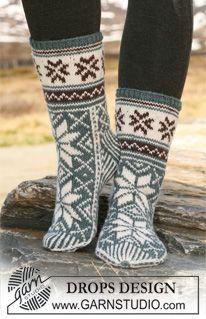 "DROPS stickade sockor med mönster i ""Karisma"". ~ DROPS Design"