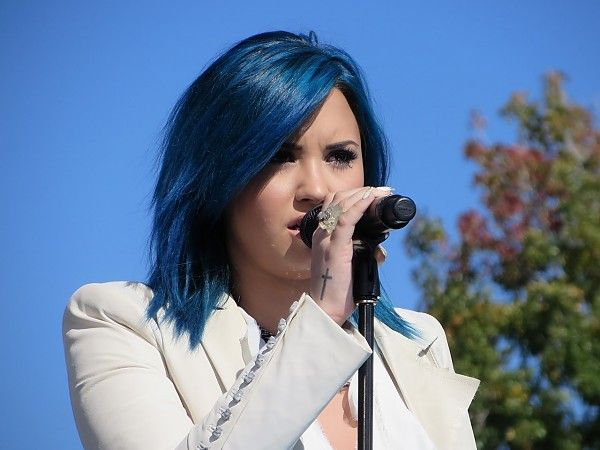 """Demi Lovato sports blue hair and performs """"Let it Go"""" from FROZEN live at DIsneyland for Disney Parks Christmas Day Parade"""
