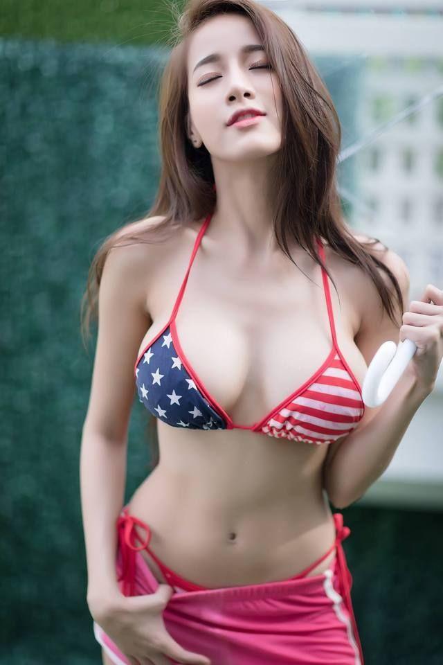 Danielle american picks naked