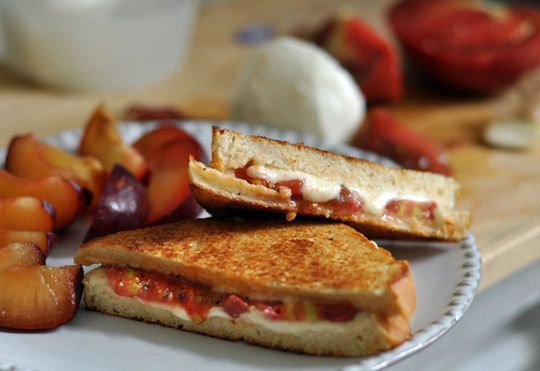 Not a fan of tomatoes?  Here are 10 alternatives to tomatoes in your sandwich!  Really interesting suggestions.