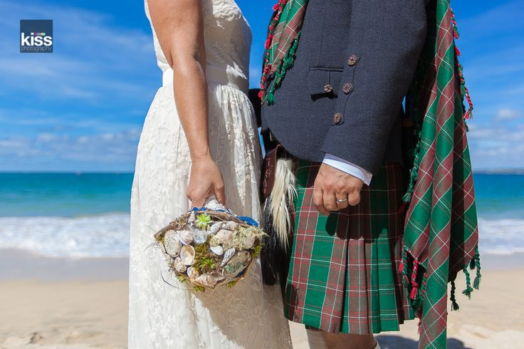 kiss-wedding-photography-beach tartan