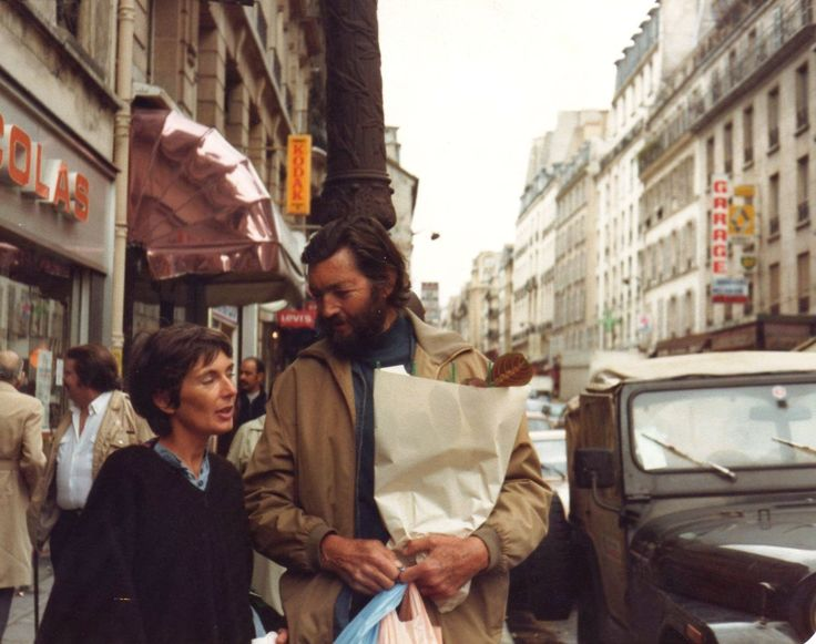Cortázar and wife, Carol Dunlop, in Paris. Photo : Jose Alias.