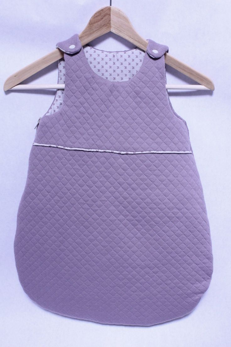 Turbulette / gigoteuse naissance (0-6 mois) coloris figue et beige motif papillon - tissu de chez France Duval Stalla. : Mode Bébé par tydals