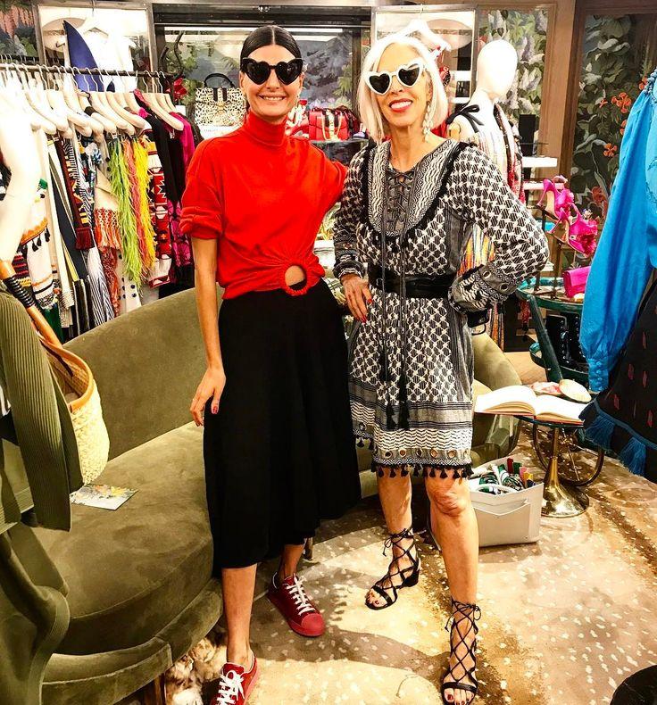 "6,293 Gostos, 45 Comentários - Giovanna Engelbert (@bat_gio) no Instagram: ""With the amazing @lindafargo at her fun and glam store @bergdorfs """
